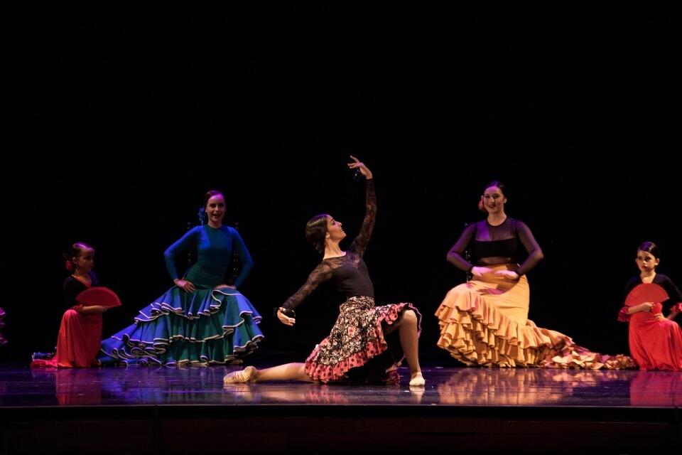 danza española bailarinas línea profesional escuela internacional de danza international dance school alicante