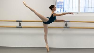sofia garrido ballet bailarina danza clasica escuela de danza internacional alicante postura arabesque